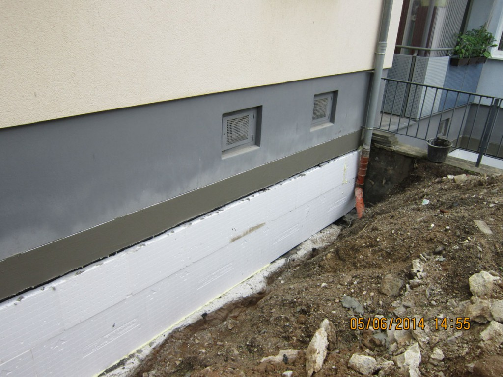 Fabelhaft Kaputter Haussockel &PK_45
