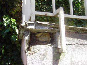 Balkonabichtung ist nötig, kaputter Balkon
