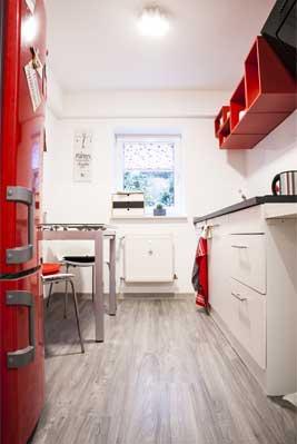 Küche einer Souterrainwohnung