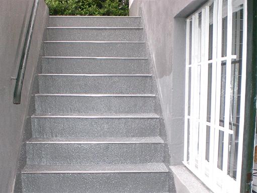 Sanierte Kelleraußentreppe