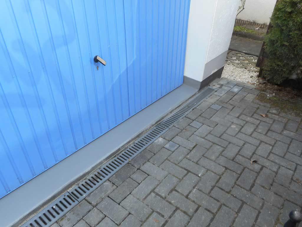 Blaues Garagestor