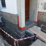 Sanierung Sockelputz am Hauseingang