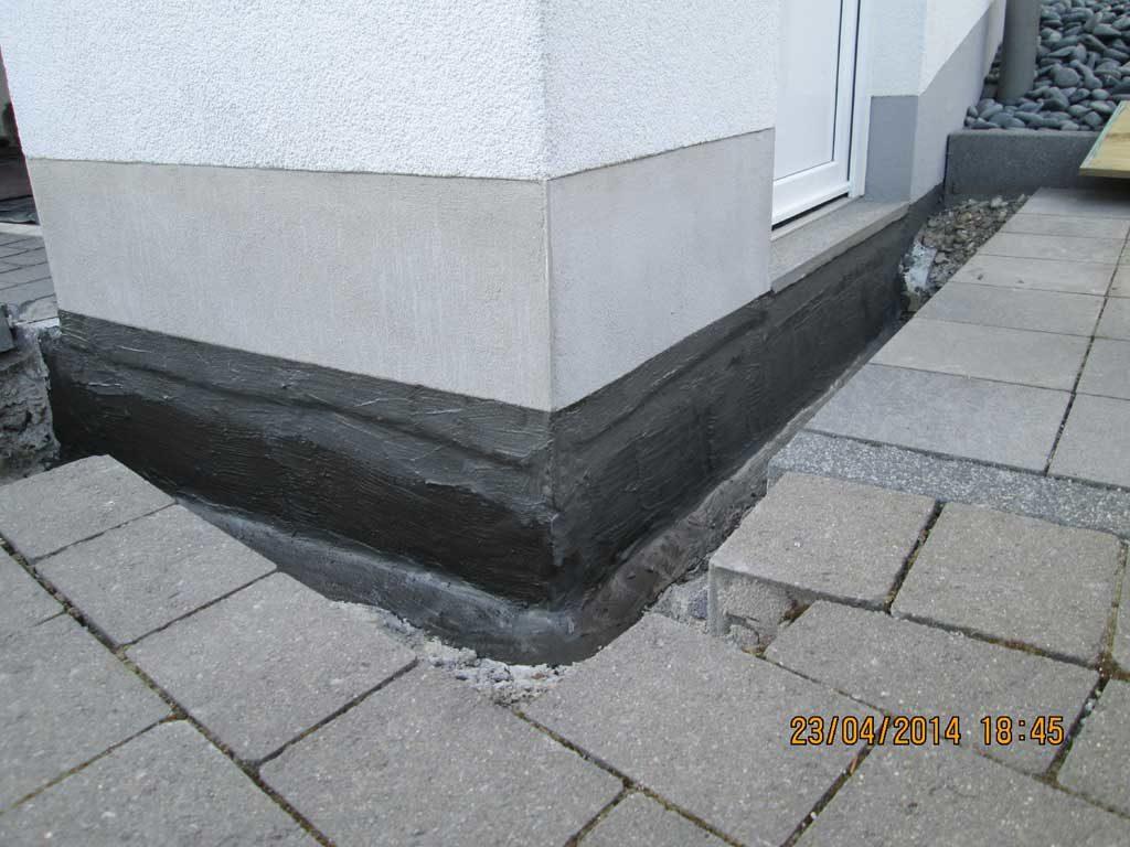 Bitumen Dickbeschichtung am Haussockel