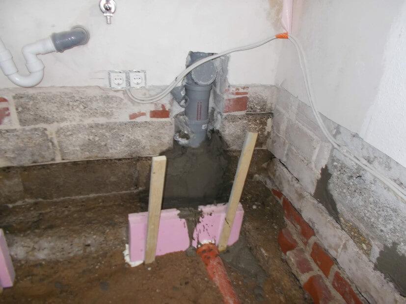 Abdichtung von Rohranschlüssen Fundament